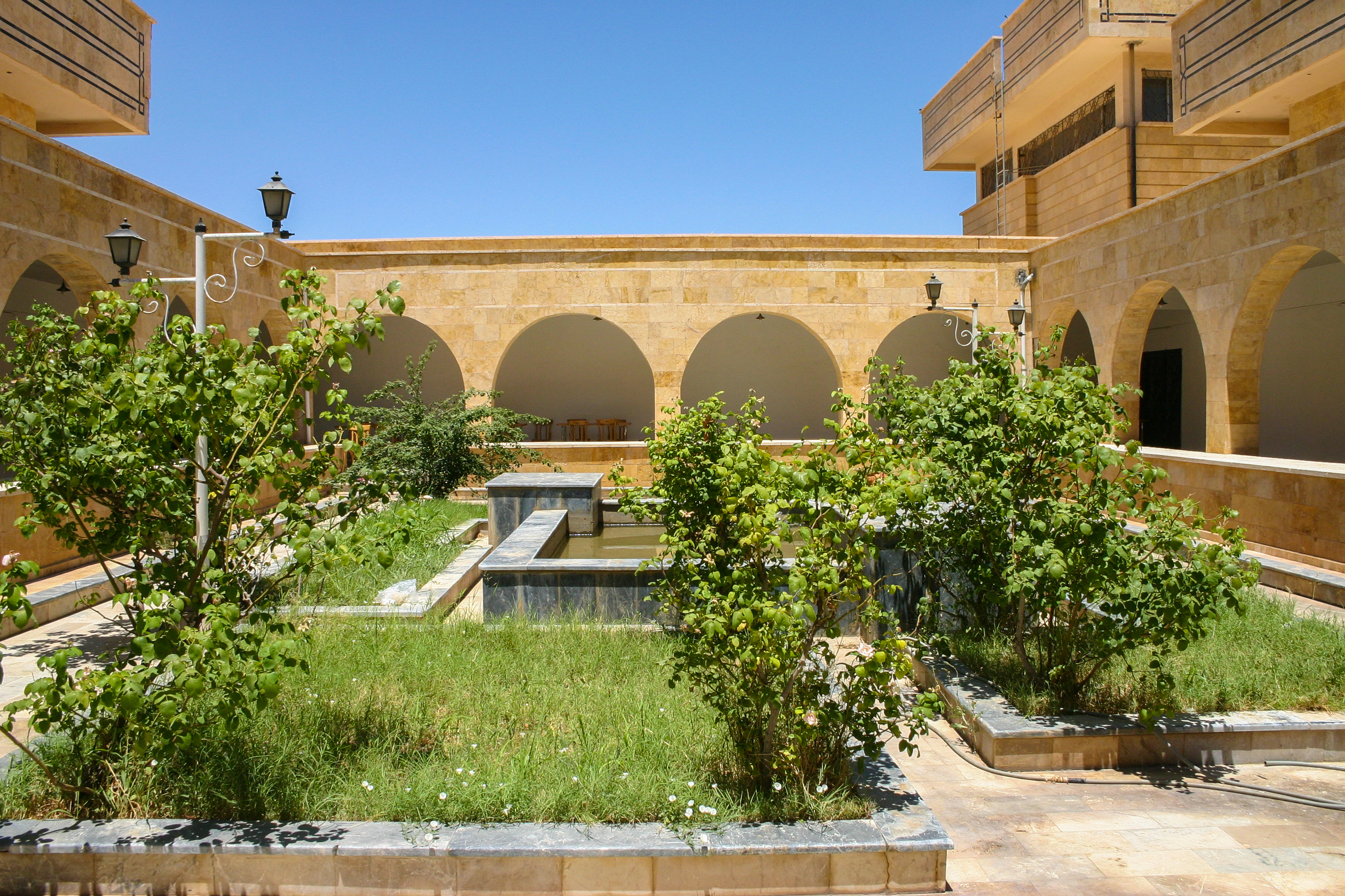 Courtyard of the Deir ez-Zor Museum, Syria, in June 2005 by Zoeperkoe